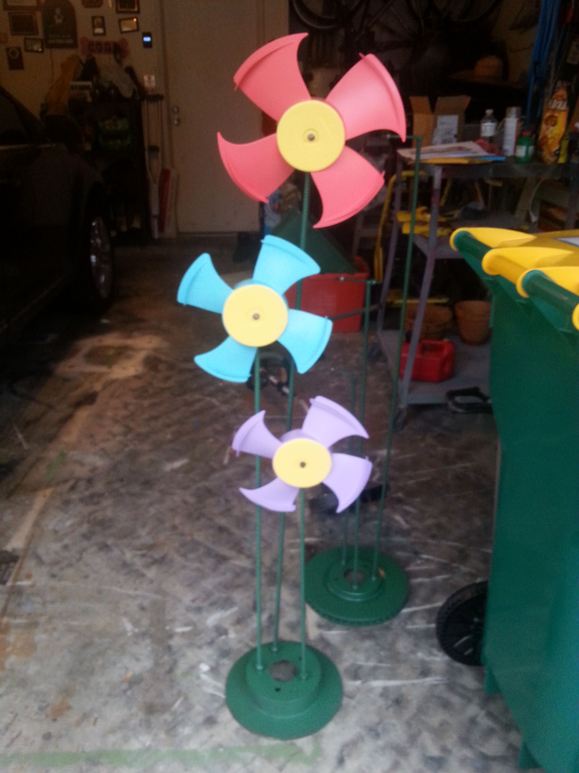 DIY flower car part yard art made from old car parts | Garden crafts ...