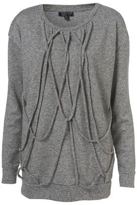 Simple sweatshirt refashion (although I think I'd get tangled in it).