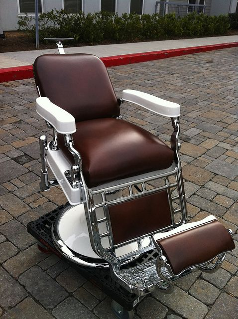 Antique Barber Chair Watching fine art and antiques auctions ending online.  CLICK ON PHOTO TO - Old Vintage Barber Chair! Love. Future Ideas. Pinterest