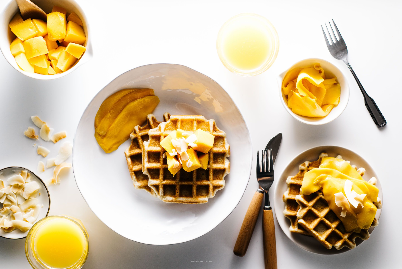 Hello Spring! Crispy Coconut Waffles with Mango - http://laricetta ...