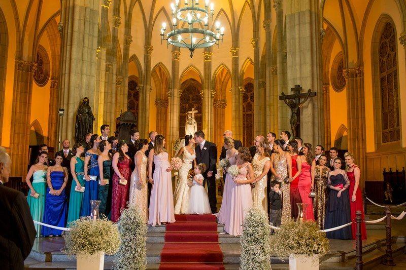 Damas de honra adultas no altar da cerimônia de casamento  - Foto Giovani Garcia Fotografia