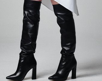 Pin su Stivali sopra il ginocchio