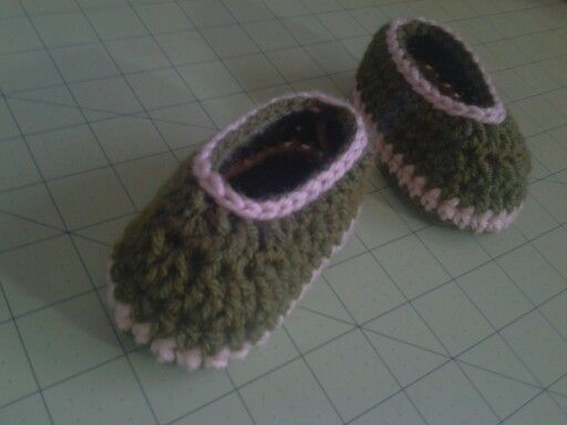 Hunter green and cream boy booties for store order:-)