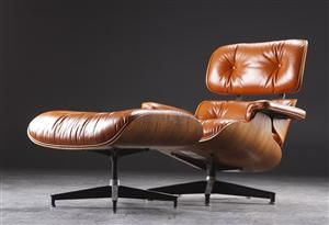 Eames Lounge Stoel.Eames Lounge Chair With Accompanying Ottoman Cognac Leather