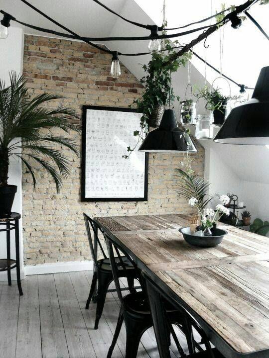 Mélange de textures  Bois, murs de pierres et de la végétation pour