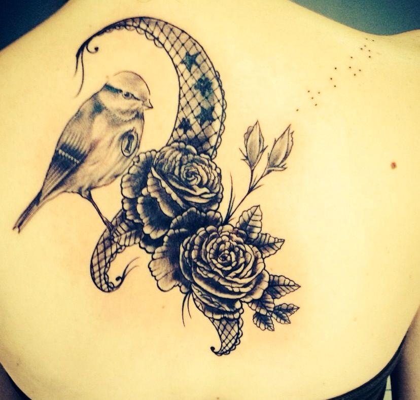 vintage tattoo dentelle roses et oiseau par toto tattoo. Black Bedroom Furniture Sets. Home Design Ideas