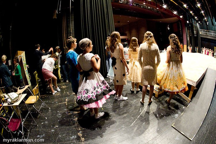 8 Ways To Respect The Importance Of Stage Etiquette Theatre Rehearsals Theatre Outfit New Actors