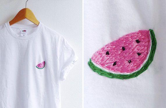 chemise d'emoji melon brodé main / / taille M par sosisku sur Etsy