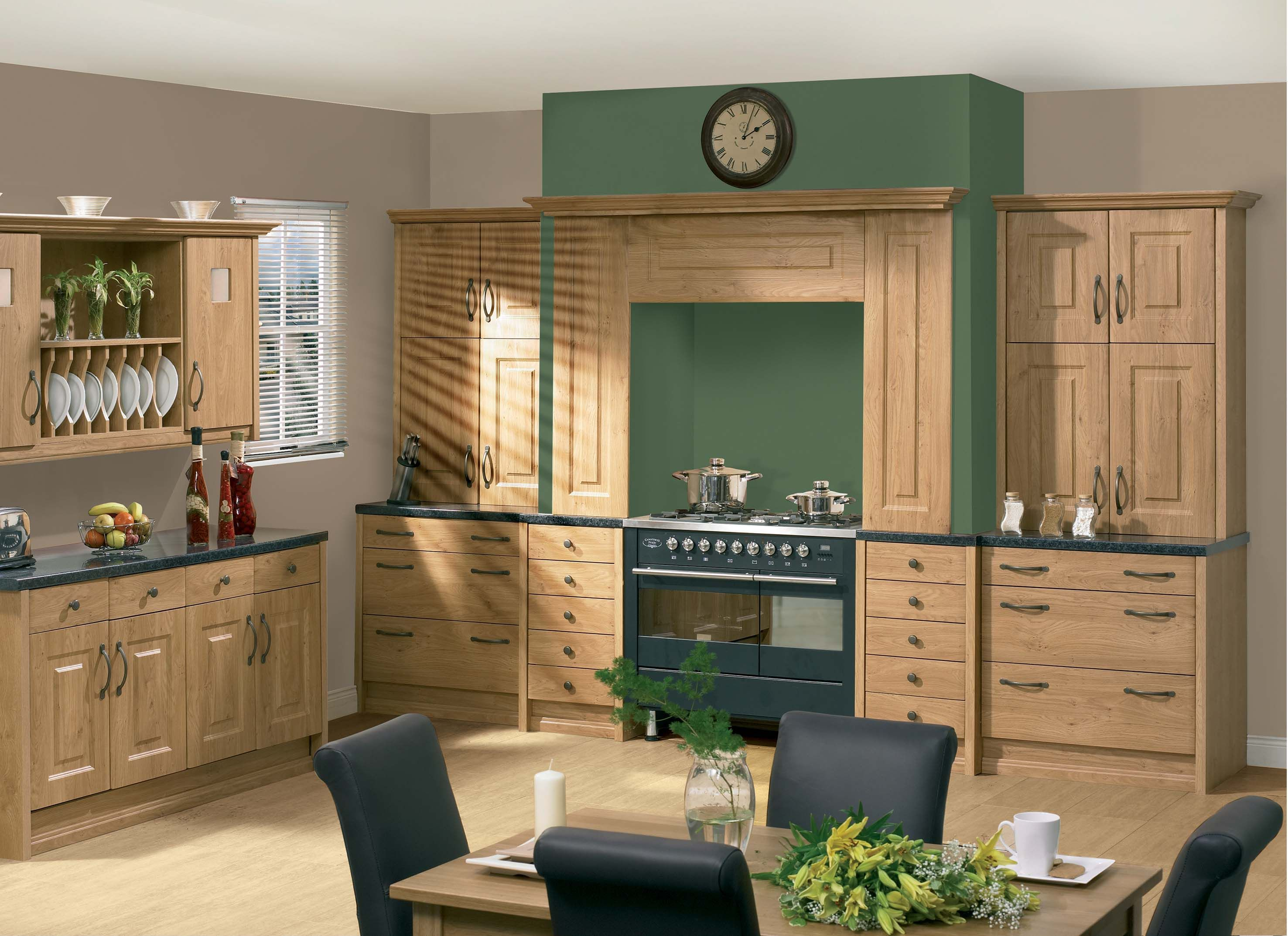 Pippy Oak Oxford Kitchen With the warm oak finish on these