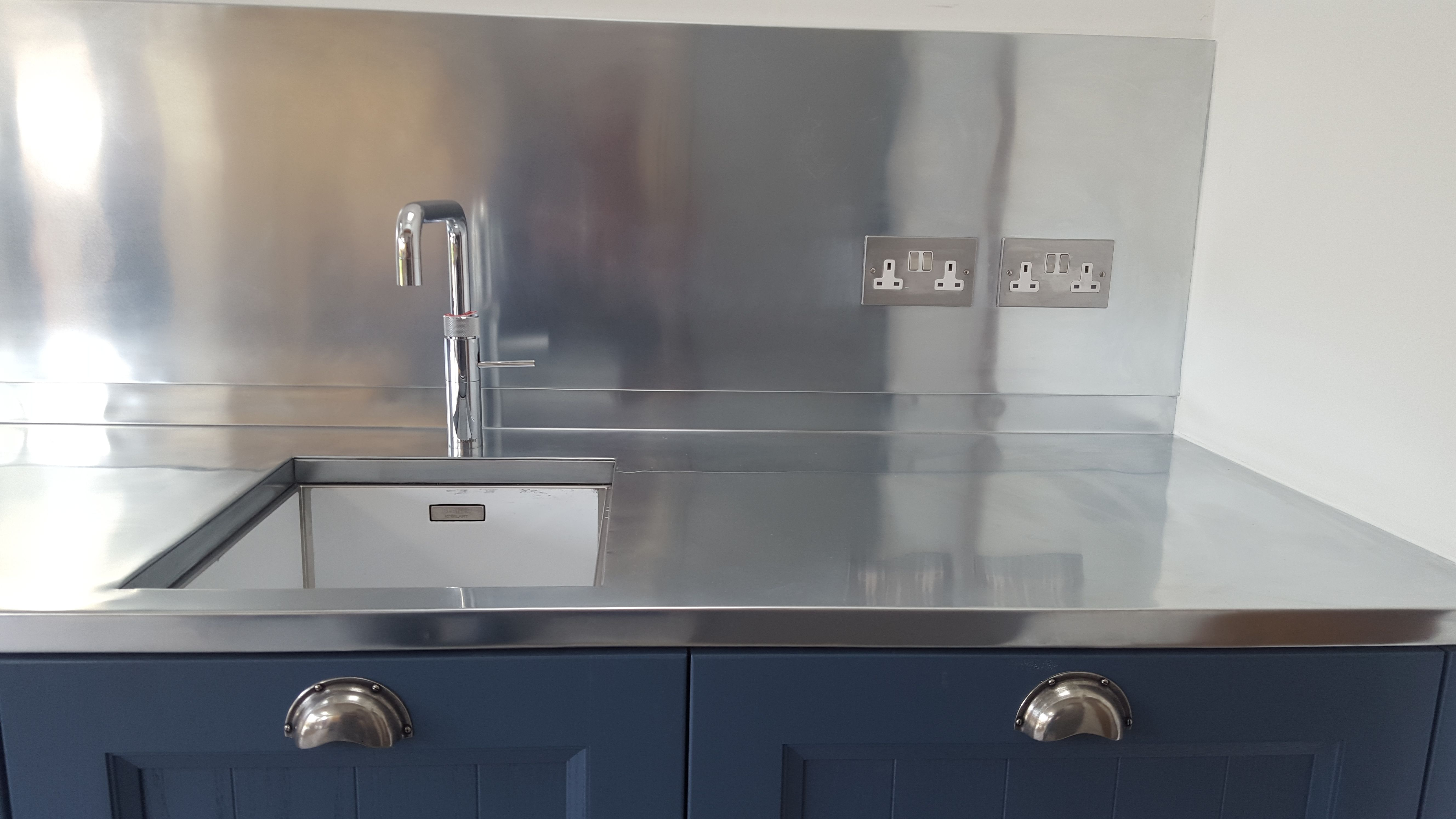 Zink Worktop With Aquare Sink Cut Out U0026spashback