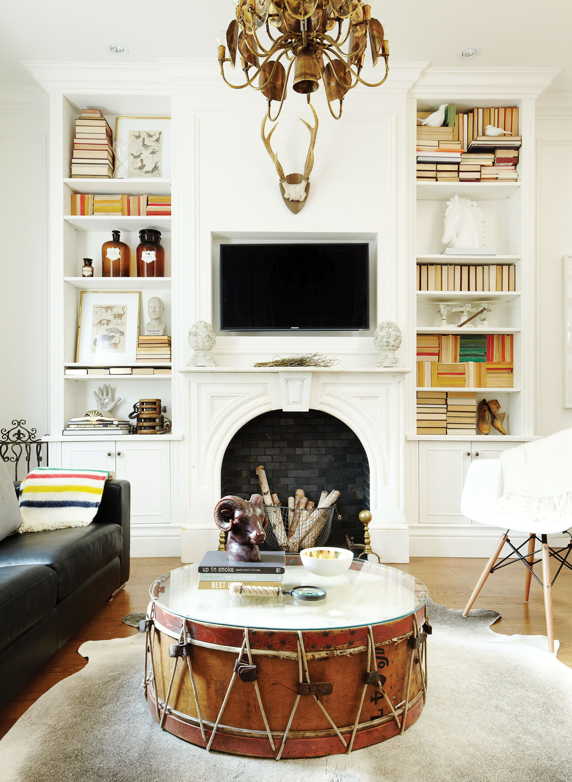 How to mix modern decor with vintage pieces | Book spine, Flea ...