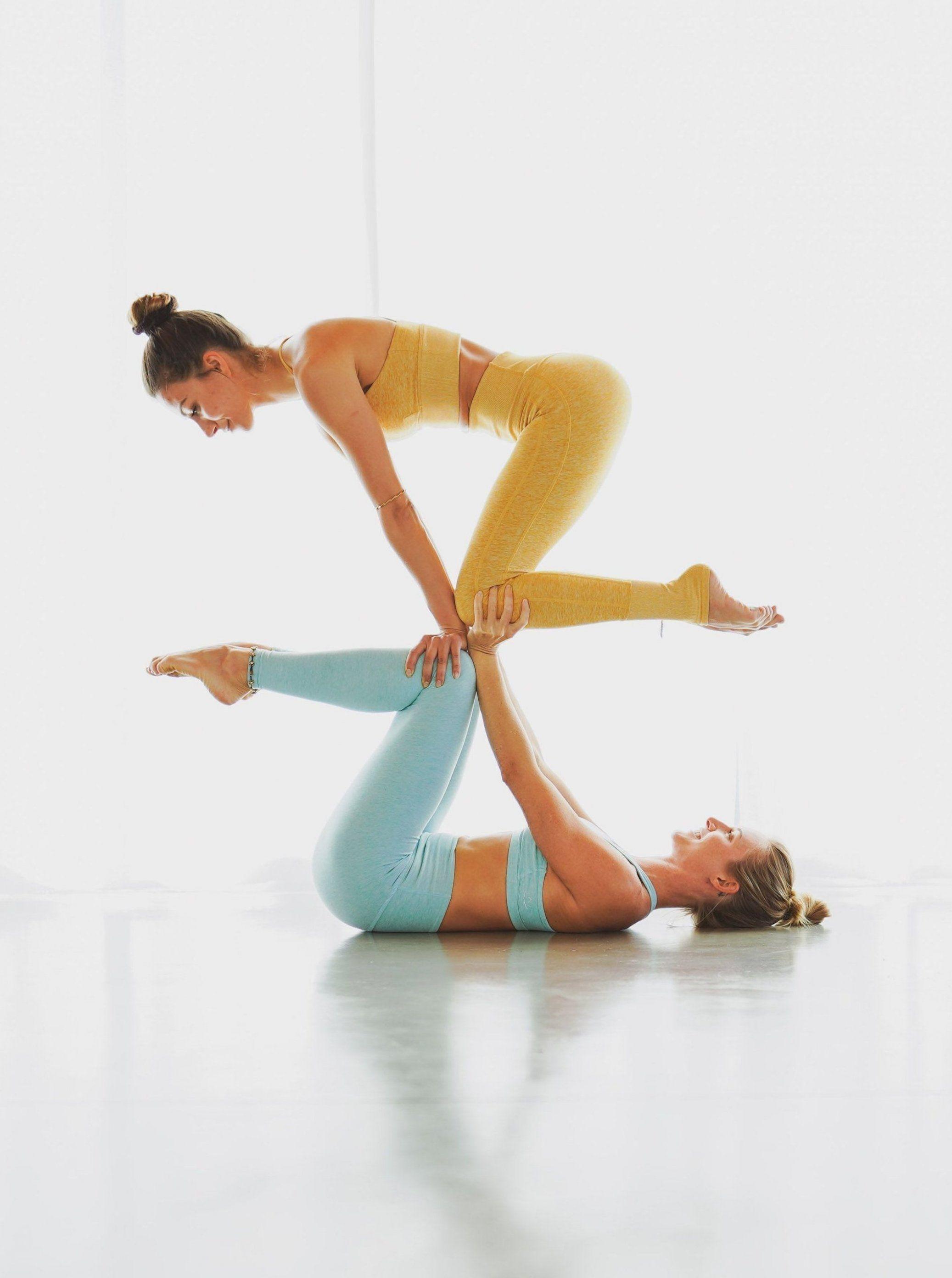 Yogaposen Partner Acro Yoga Yoga For 2 Workout Fitness Bodytransformation Couples Yoga Couples Yoga Poses Partner Yoga