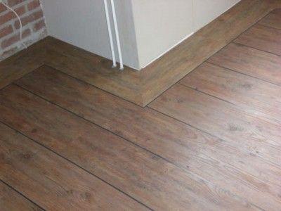 Welp Mooie robuuste pvc vloer met brede plint langs wanden (met BH-96