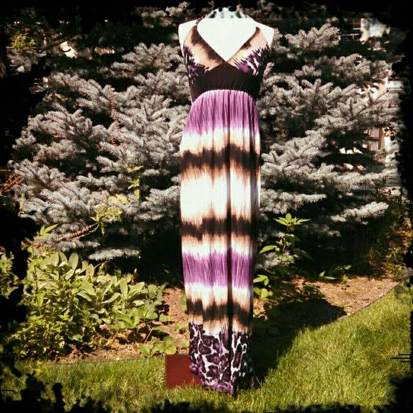 """HP NWOT Beautiful maxi dress Light weight halter style maxi dress. Ties in the back. Floor length for me with 2 inch heels, I am 5'4"""". universal  Dresses Maxi"""