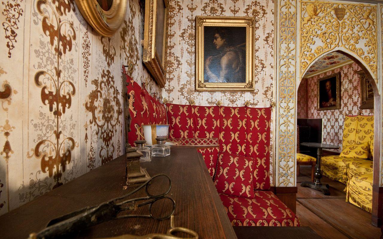 Wohnzimmer in schloss lichtenstein auf der schw bischen for Interior auf deutsch