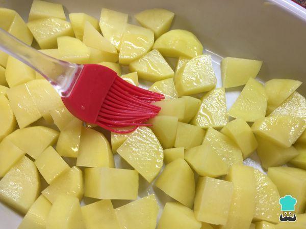 Receta de Patatas al horno con queso y mantequilla