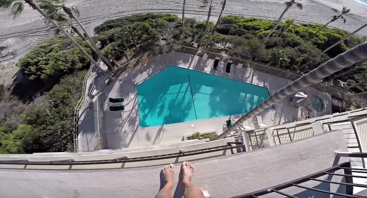 mashable: Dude barely lands absolutely insane 4 story pool jump https://t.co/Heeb9jVtea https://t.co/OU3kELqCyu