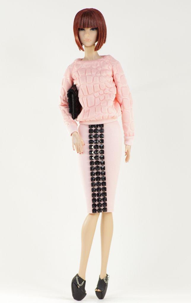 (nu.face body) inc. blouse, skirt, shoes, purse.