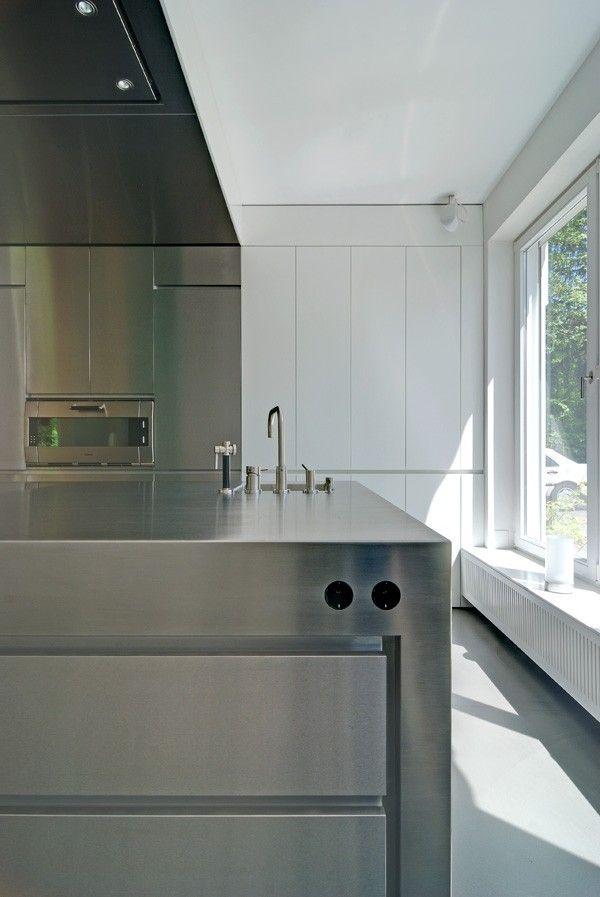 küche #edelstahl #design #stauraum #verdeckter Stauraum - küche mit küchenblock
