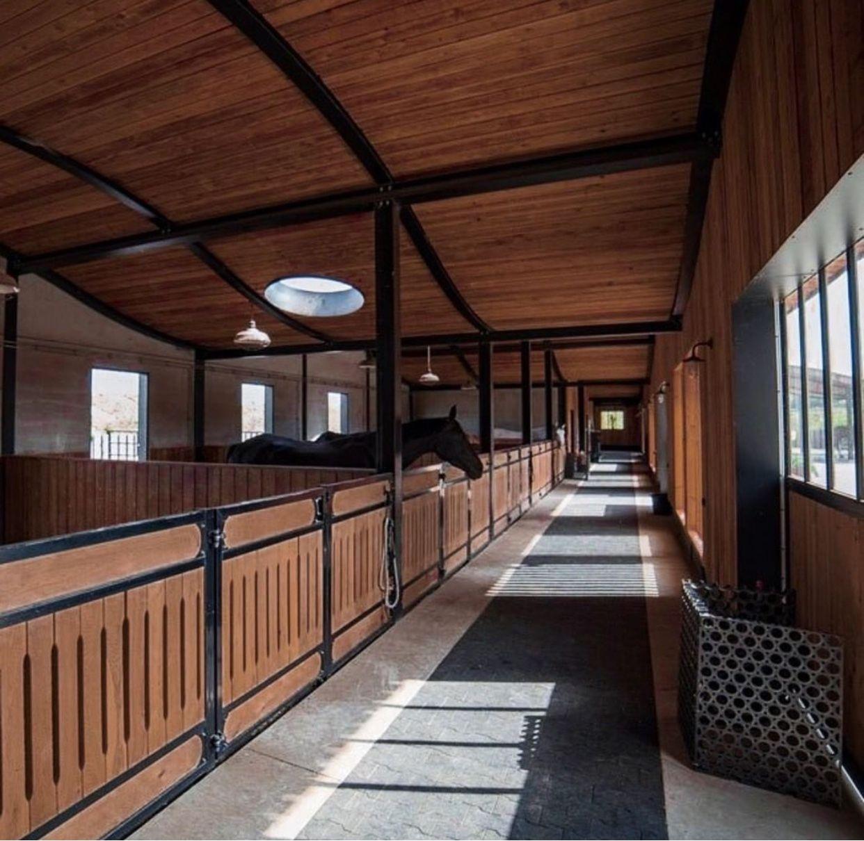 Pin Von Damarisblock Auf Farmlife Pferdeboxen Pferdestall Pferdestall Designs