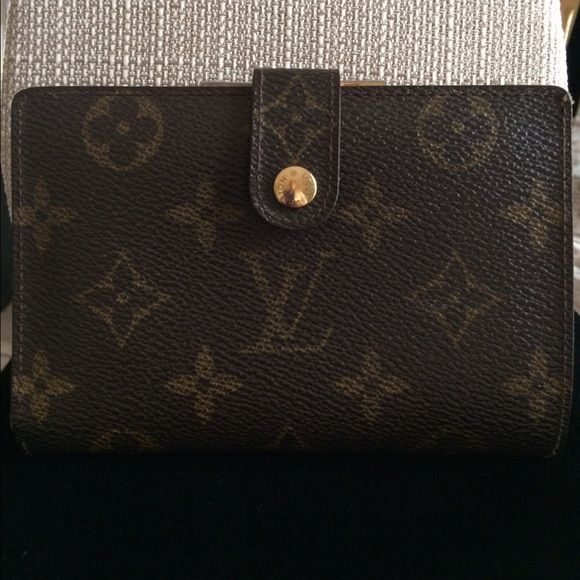 Authentic Louis Vuitton French Purse Wallet Vintage LV French Kisslock Wallet. Excellent Condition for age. One crack is shown in pic. Serious offers only. Please no lowballers . No offers in the comment section.   We are all trying to be nice here, but this is not a fleamarket. Please remember that. Thank you for looking . Louis Vuitton Bags Wallets