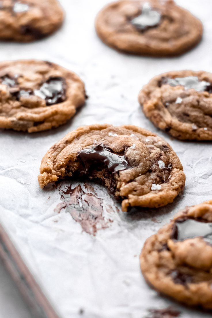 One Bowl Chocolate Chunk Cookies One Bowl Chocolate Chunk Cookies - Without a doubt the BEST chocolate chunk cookies I've ever had! They come together in a flash and are made in one bowl using only basic pantry ingredients. They're soft with crisp edges and filled with puddles of chocolate. You won't be able to stop at just one! |