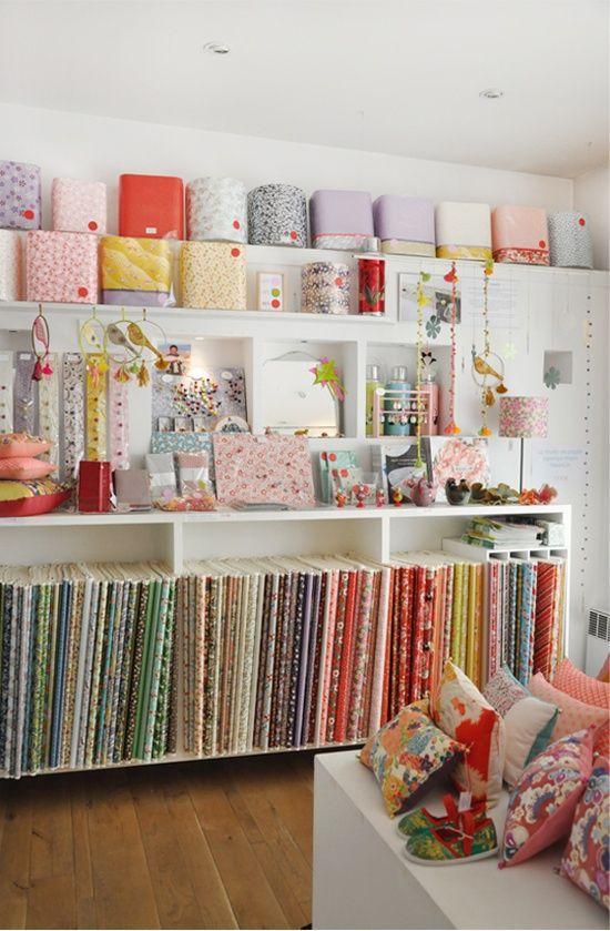 rangement tissus ateliers craft room pinterest rangement tissu rangement et atelier. Black Bedroom Furniture Sets. Home Design Ideas