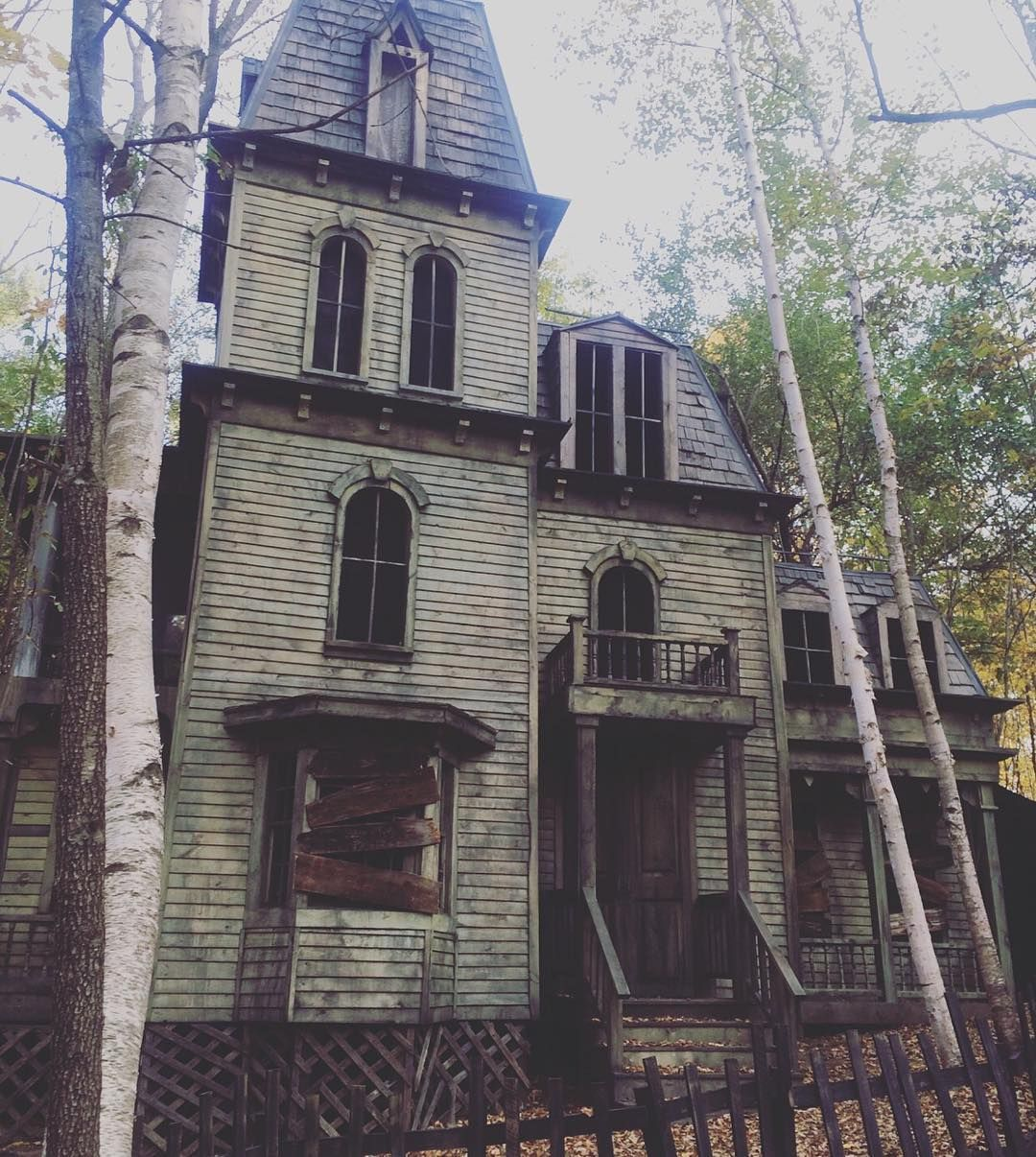 I Don't Know About You, But I Would Explore This House In