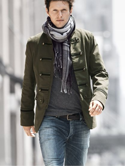Combinar chaqueta militar beige hombre
