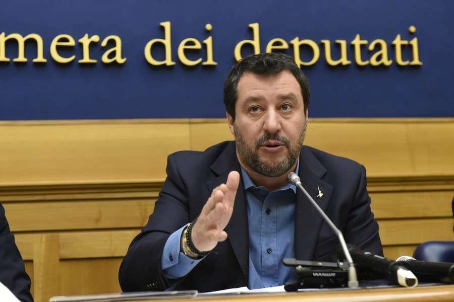 Italia Salvini Il Paese Rischia Di Morire Di Non Decisioni Cernobbio Como Non Contesto Le Scelte Il Danno Fatto All Camicia Governo Ragazze Di Colore