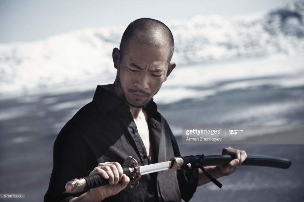 Foto De Stock Asian Man Holding Katana Sword Espadas Katana Katana Man
