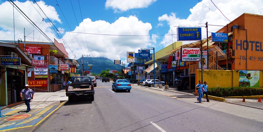 La fortuna costa rica town main street i want to live for Pura vida sitges