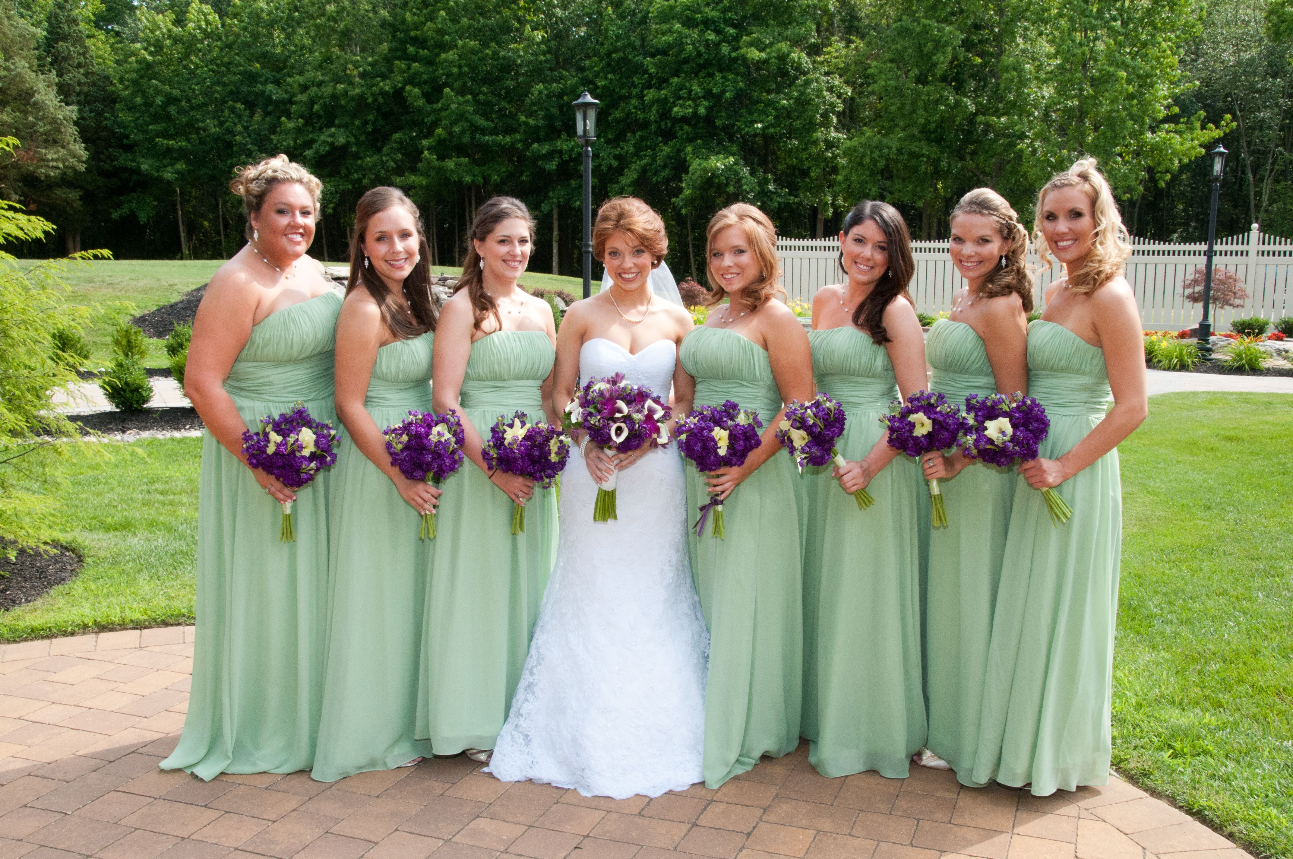 Bridal Party The Purple Bouquets Look Great Against Green S Carried Of Stock And Gladiola Blooms