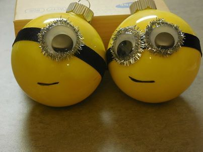 minion christmas balls craft! super easy! you could make it just by looking at it! Fun kid's craft day!