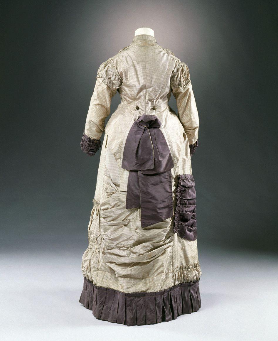 Dress Ca 1881 82 From The Museum Fur Angewandte Kunst Koln Via Kulturelles Erbe Koln Fashion Victorian Fashion Historical Fashion