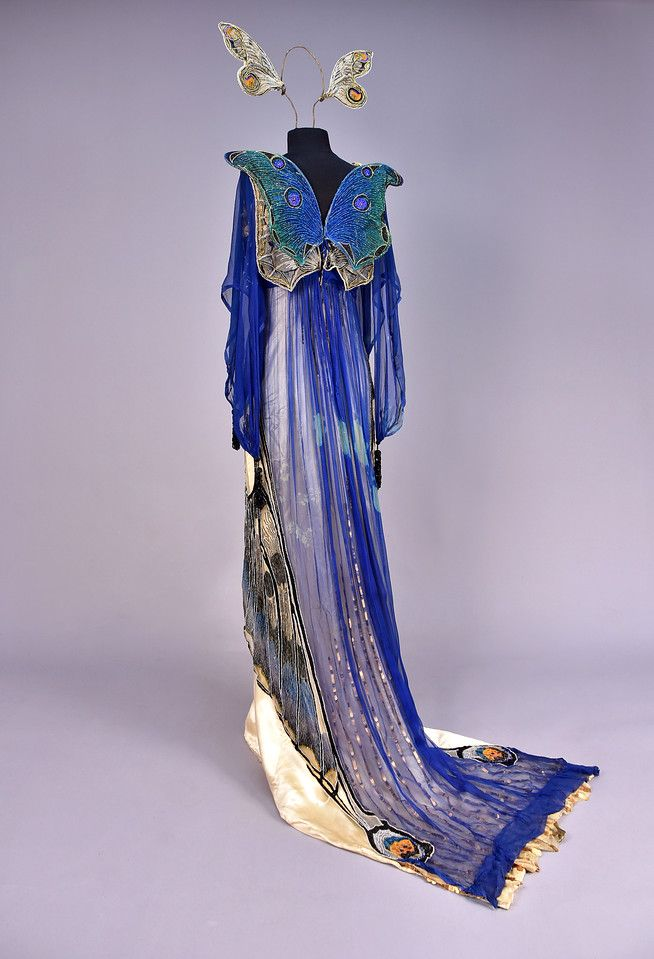 ID 48-68 WORTH BEADED BUTTERFLY FANCY DRESS GOWN, c. 1912. - whitakerauction