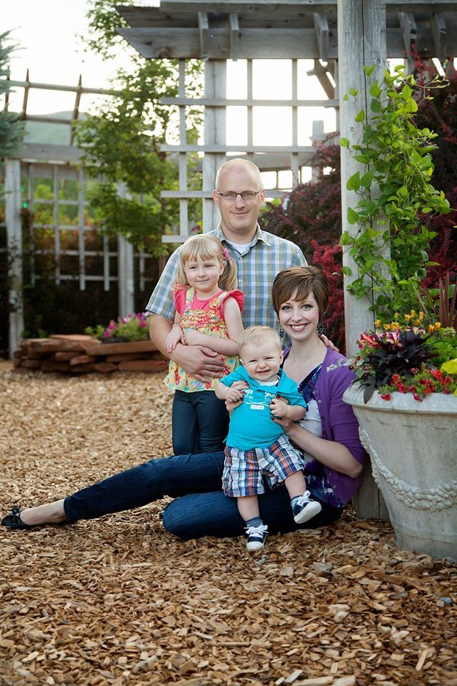 Ogden Botanical Gardens Utah Family Photographer Two Color Photography