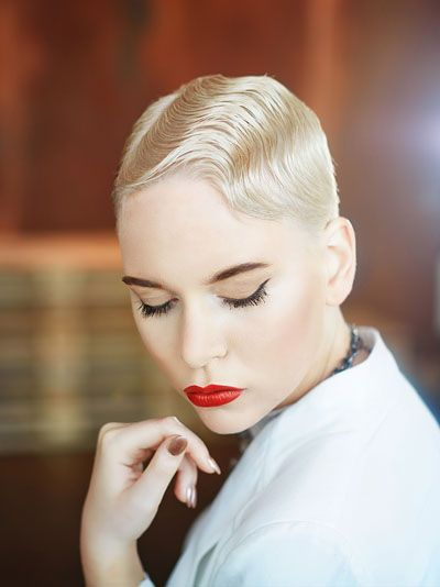 Modische Frisur Mit Wasserwelle Im 20er Jahre Look Hair Fashion