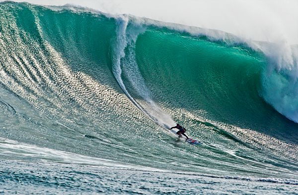 Do you have a passion for surf? Let me tell you that the Peruvian coastline is one of the best places in the world to hit amazing waves. Maybe you are surprised to know that surfing is very popular in the country of the llamas, but the truth is that Peruvians have a heritage of