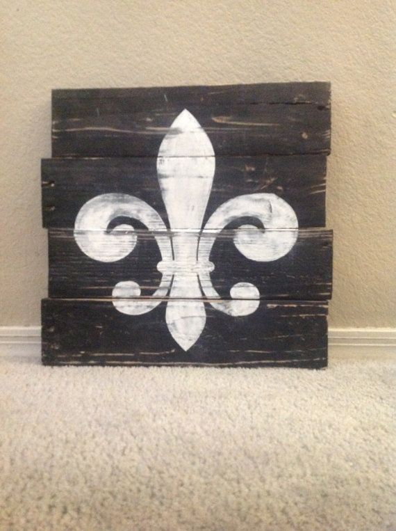 Handpainted fleur de lis pallet sign by FancifulShenanigans, $24.00