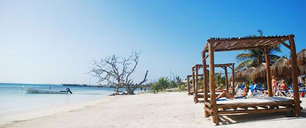 Mahahual Quintana Roo Mexico, una de las playas mas virgenes de quintana roo. excelente para el buceo.