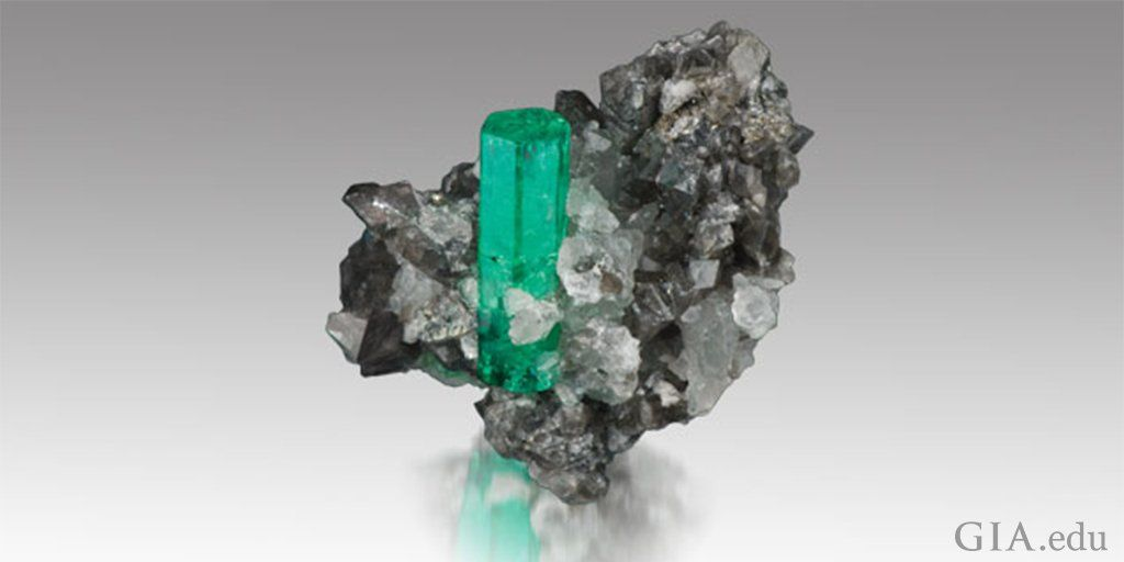 GIA (@GIAnews) |  #Emerald is the birthstone for May! Its lush green color has soothed souls & excited imaginations since antiquity. http://bit.ly/2psGU9Q  pic.twitter.com/0MlVjkcgcR