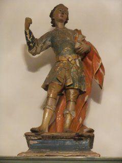 Statua lignea policroma - fine del 700 e i primi dell'800. La base appartiene alla statua che, realizzata da un blocco unico, è di ottima qualità e ricca di dettagli