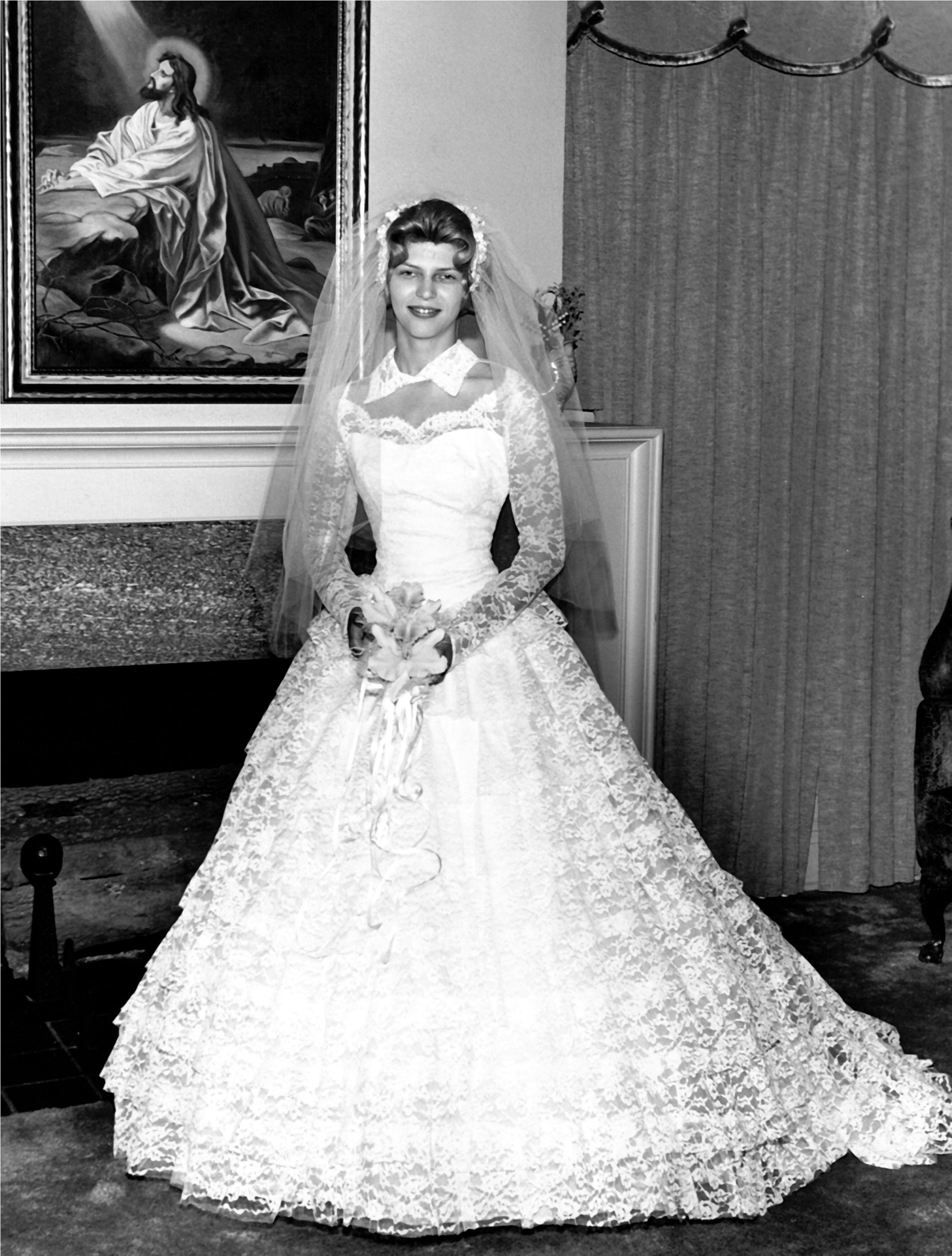 1950\'s wedding dress, not big on the collar but love the lace ...