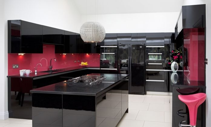 Black gloss kitchen with pink accents modern handleless for Red fitted kitchen