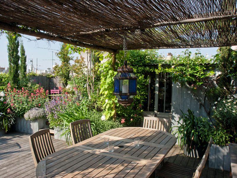 salle manger sous la pergola un toit terrasse. Black Bedroom Furniture Sets. Home Design Ideas