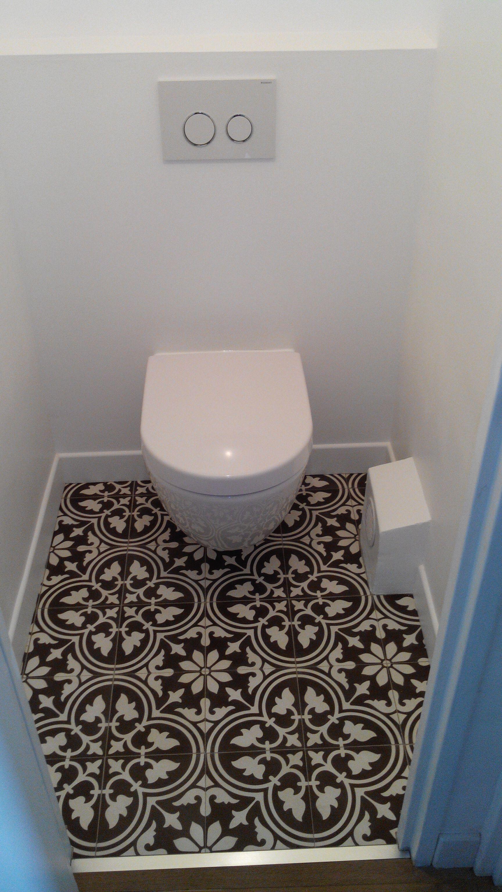 Boden Im Gäste WC Komplett Mit Dekoren Zementfliesen Gefliest.
