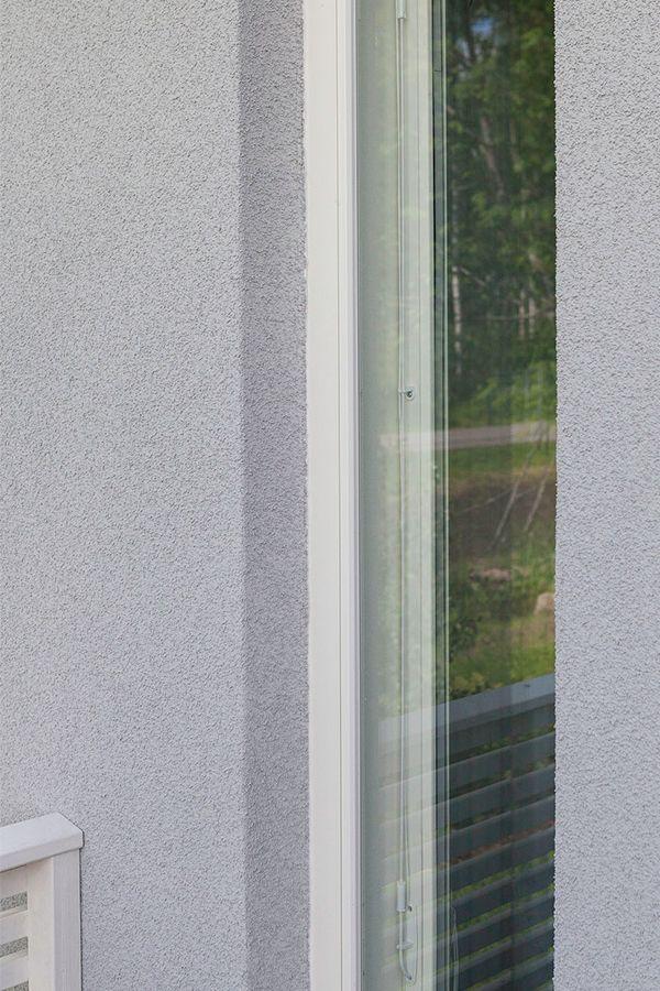 Valhalla-kohteen julkisivu maalattiin Finngard-levyrappausjärjestelmällä kauniin harmaaksi: päällimmäinen pinnoite Finngard Silikonihartsipinnoite, harmaa värisävy TVT 4987. #asuntomessut #tikkurila #asuntomessut2015 #talo #colors #facade