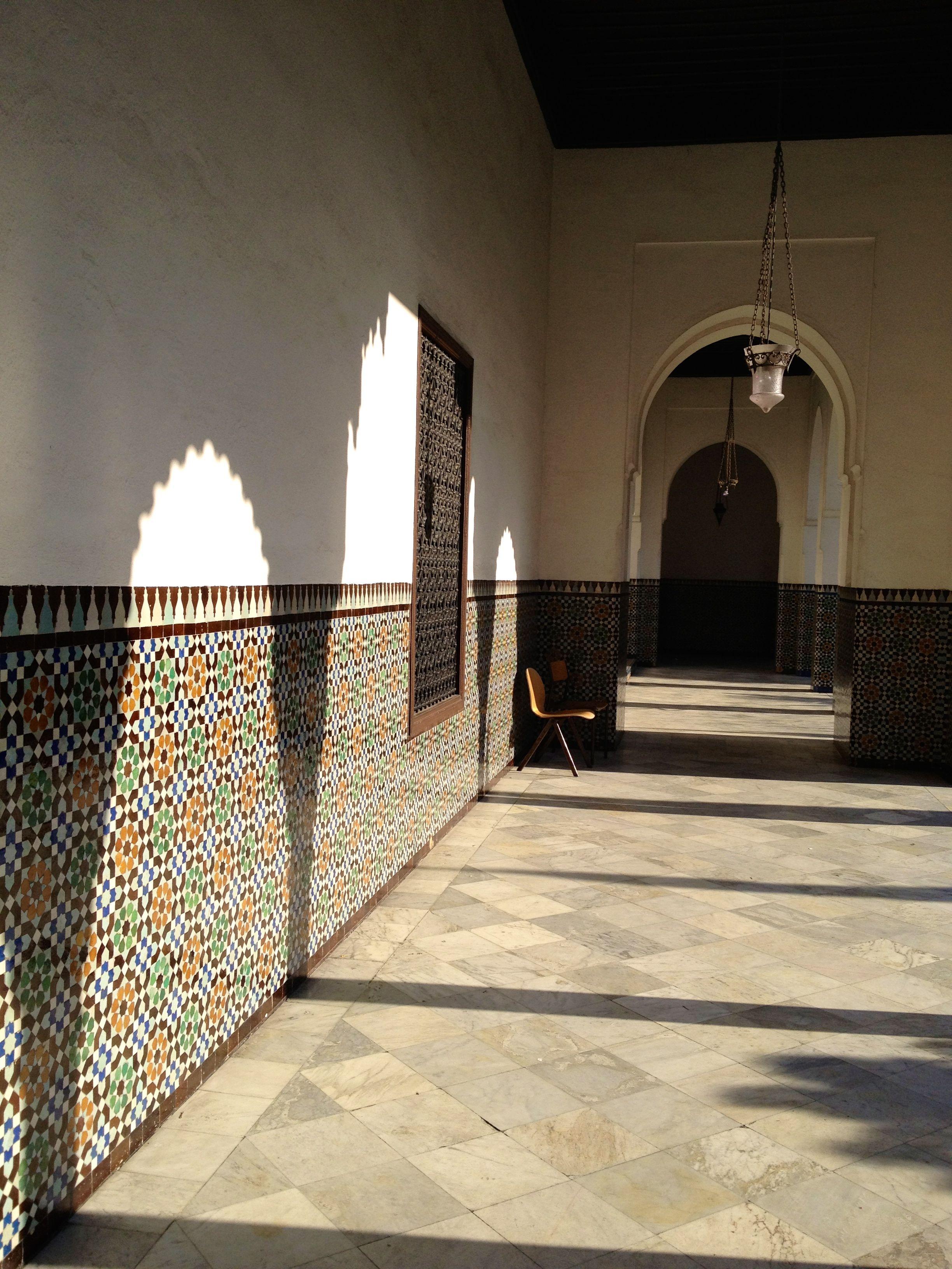 La Gran Mezquita de Paris, Uno de sus pasillos..