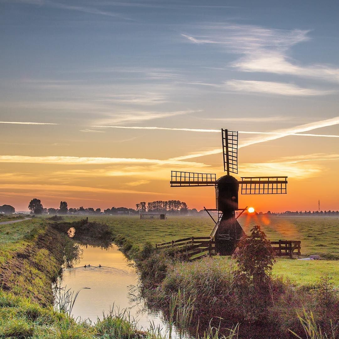 Warm sunset #midwoud #holland #dutch #netherlands by jeanpaulbardelot http://ift.tt/1NtXXjP